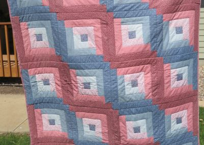 Log Cabin – 67x54 – Pieced & Machine Quilted – Pink/blue – Made by East Side Quilters – Sioux Falls, SD